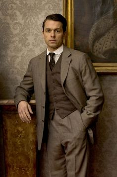 Charles Blake on Downton Abbey. He's my man Matthew Crawley, Downton Abbey Series, Downton Abbey Fashion, Lady Mary, Period Dramas, Mens Suits, Tv Shows, Mens Fashion, Handsome