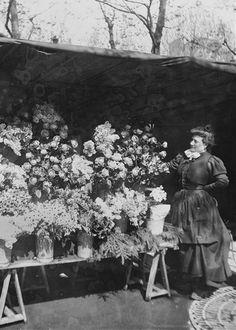 Marché aux fleurs de la place de la République. Paris, vers 1890-1900. Vue stéréoscopique. © Léon et Lévy / Roger-Viollet