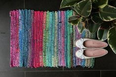 Crochet Nesting Baskets with Zpagetti Yarn Fabric Rug, Fabric Scraps, Scrap Fabric, Rag Rug Diy, Rag Rugs, Crochet Market Bag, Rainbow Crochet, Yarn Tail, Produce Bags