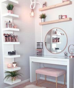 Perfte on Gorgeous pink and rose gold vanity inspiration for your Perfete home via ddelasoul. Cute Room Decor, Teen Room Decor, Target Room Decor, Gold Bedroom, Bedroom Ideas Rose Gold, Modern Bedroom, Rose Gold Room Decor, Gold Home Decor, Bedroom Desk