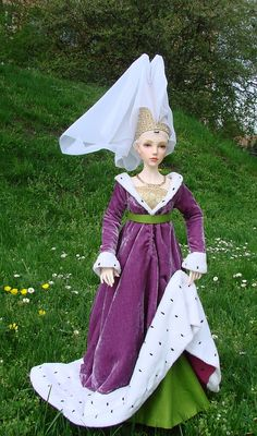 Burgundian gown with butterfly hennin for Iplehouse YID doll