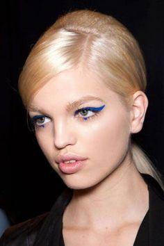 Como fazer uma maquiagem com delineador azul