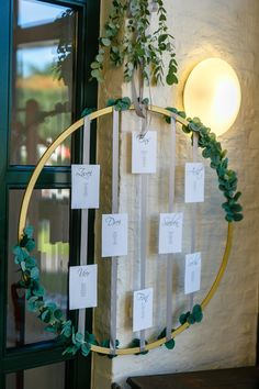 Boho Sitzplan mit Eukalyptus An elegant boho seating plan was created from a golden hoop with ribbons and eucalyptus. Summer Wedding Decorations, Diy Birthday Decorations, Wedding Table, Diy Wedding, Wedding Favors, Boho Bedroom Decor, Boho Decor, Boho Wedding Dress With Sleeves, Party Hard