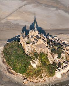 Mont Saint Michel France, Le Mont St Michel, Beautiful Castles, Beautiful Buildings, Beautiful Places, Paris France Travel, Normandy France, World Cities, Tourist Places