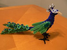 Peacock Pipe Cleaner Projects, Pipe Cleaner Art, Pipe Cleaner Animals, Pipe Cleaners, Animal Crafts For Kids, Art For Kids, Cute Crafts, Crafts To Make, Popsicle Stick Crafts
