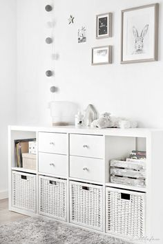 Littlefew Blog // How we have transformed our BABYROOM TO A GIRLS ROO. Nordic inspiration, Decoraci�n, Diy, Blanco y Gris, Play room, Ikea, Storage for kids, Brinnes bed, White and grey, Cuarto de ni�a neutro, Decoraci�n n�rdica, Alfombra gris, Grey car