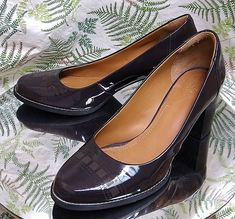 CLARKS BROWN LEATHER LOAFERS SLIP ONS WORK DRESS SHOES HEELS US WOMENS SZ 9.5 M #Clarks #Classics #WeartoWork