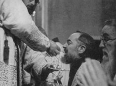 San Pio of Pietrelcina receiving Jesus. ....and there are those so bold as to think that they may...... Communion in the hand? NO!