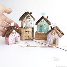 23 Clever DIY Christmas Decoration Ideas By Crafty Panda Wood Block Crafts, Barn Wood Crafts, Driftwood Crafts, Wooden Crafts, Diy Wood Projects, Woodworking Projects, Small Wooden House, Wooden Cottage, Ceramic Houses