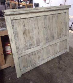 Wood Pallet Projects DIY Pallet Wood Farmhouse Style Headboard - This DIY pallet headboard is here to inspire you and has been white washed for an elegant farmhouse styled, distressed and shabby chic look! Dismantle the Unique Home Decor, Home Decor Items, Wooden Pallets, Pallet Wood, Pallet Seating, Wood Headboard, Pallet Headboards, Headboard Ideas, Farm House Headboard