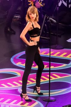 Taylor Swift Performs on 'Jimmy Kimmel Live!'