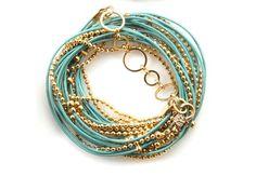 Gold and Turquoise Leatherb Wrap Bracelet Necklace par NavaGlazer