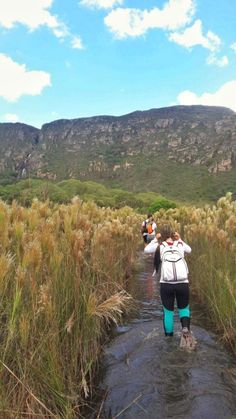 Encarando a lama na trilha da Cachoeira da Farofa, Serra do Cipó, MG Lama, Caves, Waterfalls, Brazil, Bucket, Mountains, Instagram, Ideas, Minas Gerais
