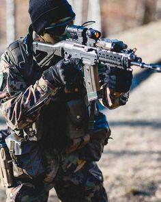 Indonesian army tni ad soldier at aasam firing his pindad ss2 assault rifle 2048 x 1365 - Wallpaper kopaska ...