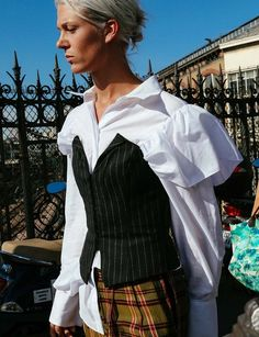 On the street at Milan Fashion Week. Photographed by Phil Oh. Street Style Edgy, Cool Street Fashion, Street Styles, Rihanna Outfits, Leotard Fashion, Latest Fashion Trends, Fashion Tips, Fashion Women, Milan Fashion Weeks