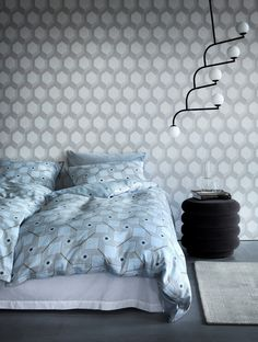 With its circles and geometric patterns, the Nathalie bedclothes set gives you a taste of the exclusive Art Deco style. The quality of the cotton is renowned for its extra thin and long-fibre threads. The satin weave provides a fine and distinctive sheen, and is soft and comfortable. For those who love the feel of smoother and more luxurious bedlinen. Satin Bedding, Linen Bedding, Bedclothes, Scandinavian Bedroom, Geometric Patterns, Art Deco Fashion, Circles, Comforters, Weave