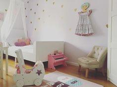 Kidsroom! Girlsroom! love Bellas room!!! Amo o quartinho de Bella! #decoracaoescandinava #barnrumsinspo #kidsroom #kids #mittbarnerom #ljuvaknatteting #barnrum #decorforkids #babydecor #maedemenina #quartodemenina #quartodebebe #inredning #decoracao #montessori #quartomontessoriano #scandinaviandesign#playroom#brinquedoteca#minhacasapos#homedecor#paisefilhos#quartodemenina #dicasmpm#girlsroom#diy#homedecor#interior#kidsinterior#minikeastil