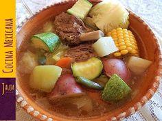 Caldo de Res Estilo Michoacán. Caldo de Res de Jauja Cocina Mexicana. Cocido de Res tradicional de Michoacán con carne de res jugosa y suavecita, verduras cocinados a la perfección y aromatizado con yerbabuena. Receta completa paso-a-paso, ingredientes y secretos de Jauja Cocina Mexicana para preparar un sabrosísimo Caldo de Res. Un caldo clásico de la cocina Mexicana. Buen provecho. https://www.youtube.com/user/JaujaCocinaMexicana Facebook https://www.facebook.com/JaujaCocinaMexicana