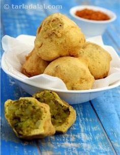 Batata vada is a very popular snack. Crisp potato fritters encased in a gram flour batter, these are enjoyed occasionally by all… while some even go a step ahead and make it a part of their weekly or even daily routine! Gujarati Cuisine, Gujarati Recipes, Indian Food Recipes, Gujarati Food, Fried Fish Recipes, Spicy Recipes, Cooking Recipes, Snacks Recipes, Veg Recipes
