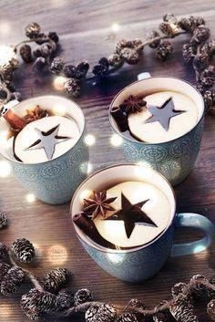Christmas Drinks - love the apple star idea for mulled cider глинтвейн Christmas Drinks, Noel Christmas, Rustic Christmas, Christmas Treats, Winter Christmas, Christmas Decorations, Christmas Coffee, Holiday Drinks, Winter Drinks