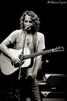 Love this man in black and white Chris Cornell Music, Say Hello To Heaven, Who Plays It, Temple Of The Dog, Audio, Smiling Man, Eddie Vedder, Jim Morrison, Good Music