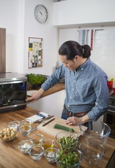 The Panasonic 8 series Steam Combination Microwave Oven is packed with a multitude of features capable of conjuring up a diverse range of dishes. We teamed up with chef Jun Tanaka to explore the culinary depths of the oven with 12 tantalizing dishes, created by the Chef himself. The results are simple but delicious. #EatWellCookFresh #JunTanaka #12daysWIN Microwave Combination Oven, Microwave Oven, The Conjuring, Eating Well, Jun, Famous People, Competition, Range, Actors