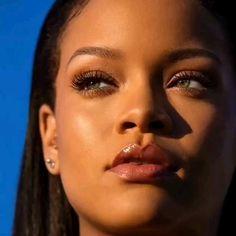 Fenty Beauty by Rihanna - Rihanna Baby, Rihanna Riri, Rihanna Style, Rihanna No Makeup, Rihanna Fashion, Rihanna Movies, Rihanna Outfits, Leave In, Estilo Rihanna