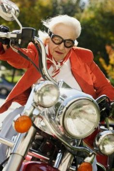 old woman on motorcycle - Google-søk