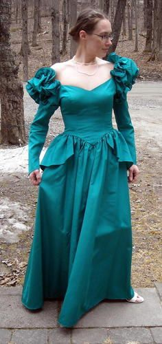 "Lovely Ruffled Vintage Green Gown Fits up to 38"" Bust Free Shipping Time left: 3h 30m 8s (May 10, 2013 11:13:41 PDT) Price:US $19.99"