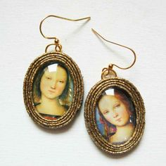 orecchini | E-Italy Christmas Ornaments, Holiday Decor, Gold, Christmas Jewelry, Christmas Decorations, Christmas Decor