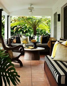 The perfect indoor/outdoor space. So comfy! c/o The Home Journal