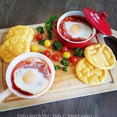 Edels Mat & Vin: Bakte egg i hot tomatsaus med kikerter ♥ Servert m. Cloud Bread, Egg And I, Protein, Eggs, Clouds, Hot, Blogging, Flourless Bread, Egg