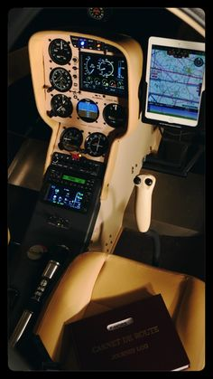 Cockpit hélicoptère Cabri G2 Flight Simulator Cockpit, Bush Plane, Aircraft Parts, Jumbo Jet, Egg Beaters, Vr Games, Choppers, Custom Cars, Airplanes