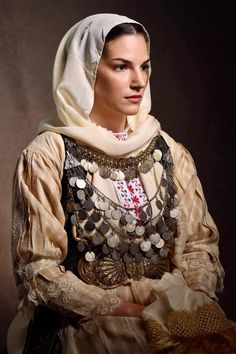 Traditional Art, Traditional Outfits, Mediterranean People, Folk Costume, People Of The World, World Cultures, Eastern Europe, Greek Costumes, Greece