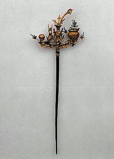 Hairpin, 18th century. China. Gold, silver, paint, pearls; filigree © 2011 State Hermitage Museum