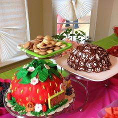 Strawberry birthday cake!! @Nitzalie Ortiz Ortiz this is cool!