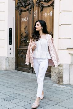 Merna-Mariella-satin-bomberjacket-bomberjacke-rosegolden-rosegold-strassschuhe-strass-schuhe-asos-stradivarius-blogger-münchen-fashionbloggerausmünchen-fashionblogger-aus-münchen-deutschland-allwhite-outfit-pastell