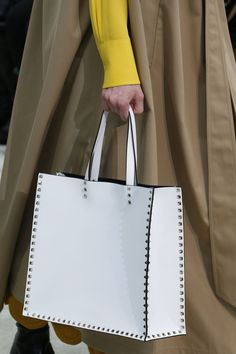See all the Details photos from Valentino Autumn/Winter 2018 Ready-To-Wear now on British Vogue Valentino Bags, Valentino Dress, Classic Handbags, Best Handbags, Ladies Handbags, Everything Designer, Leather Bag Pattern, Diy Bags Purses, Art Crafts
