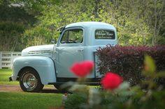 favorit place, old trucks, older truck, flea markets, blue truck, farm truck, baby blues, nice blue, babi blue