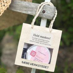 """Naturlig Velvære on Instagram: """"God søndag....🌱🌸 Denne skjønne gaveposen fra @saebevaerkstedet er en perfekt vertinnegave, eller gave til søster, mor eller venninne. Eller…"""" Gave, Burlap, Reusable Tote Bags, Instagram, Hessian Fabric, Jute, Canvas"""