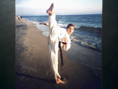 Mawashi geri Jodan. Jerzy Rumanowski 1Dan  w dniu egzaminu na czarny pas  22-07-1997 rok. :-) dziś też tak robi , kto trenuje u nas ten wie......to już 17 lat ???? no no
