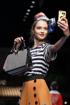 スージー・メンケスのミラノ・ファッション・ウィーク評 5日目──ドルチェ&ガッバーナ スージー・メンケス ファッション・ビューティー・セレブの最新情報 VOGUE JAPAN