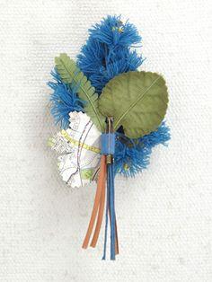 la fleur (ラフルール) ヒメジョオンのコサージュ - ウエディングドレスやアクセサリー、ブーケの通販|Cli'O mariage Online Store(クリオマリアージュオンラインストア)