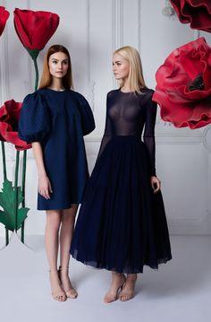 Платье «Есения» синее — 24 990 рублей, Комплект юбка+топ синий — 59 990 рублей