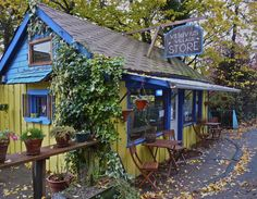 Vesuvius Village Store, Saltspring Island, B. Largest Countries, Countries Of The World, Salt Spring Island Bc, Places To Travel, Places To See, Cross Country Trip, Western Canada, Holiday Places, Jet Plane