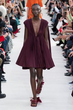 501740caf6bed Valentino Spring 2019 Ready-to-Wear Fashion Show