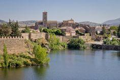 Buitrago del Lozoya es una villa medieval del norte de Madrid, a 74 km de la capital y en plena Sierra de Guadarrama. Es un pueblo con encanto y el único de esta comunidad que conserva toda su muralla. En este post os contamos cómo realizamos nosotros la visita con los niños.