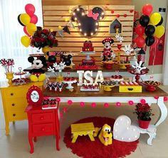 Essa festa no tema Mickey e Minnie ficou incrível!💕 Credit Mickey Party, Mickey Mousr, Fiesta Mickey Mouse, Mickey Mouse Clubhouse Birthday Party, Minnie Mouse Theme, Wild One Birthday Party, Mickey Mouse Birthday, Mickey Decorations, Elsa