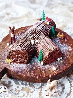 This Yule log recipe from Jamie Oliver's Christmas Cookbook has a sweet chestnut, honeyed cream and honeycomb filling – it's one tasty chocolate log! Chocolate Yule Log Recipe, Chocolate Recipes, Chocolate Brownies, Nutella, Pumpkin Puree Recipes, Food Log, Baking Recipes, Baking Ideas, Christmas Cooking