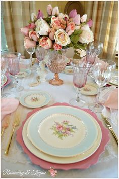 Feminine Tablescape Celebrating Friendship Feminine Tablescape Celebrating Friendship Karen Mccroan karenmccroan Tablescaping A post about setting a romantic and feminine table. Tips on tablescapes […] decoration for home shabby chic Mesas Shabby Chic, Shabby Chic Style, Celebrating Friendship, Beautiful Table Settings, Deco Table, Dinner Table, Tablescapes, Floral Arrangements, Tea Party